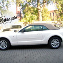 rent_ford_mustang_cabrio_white_1