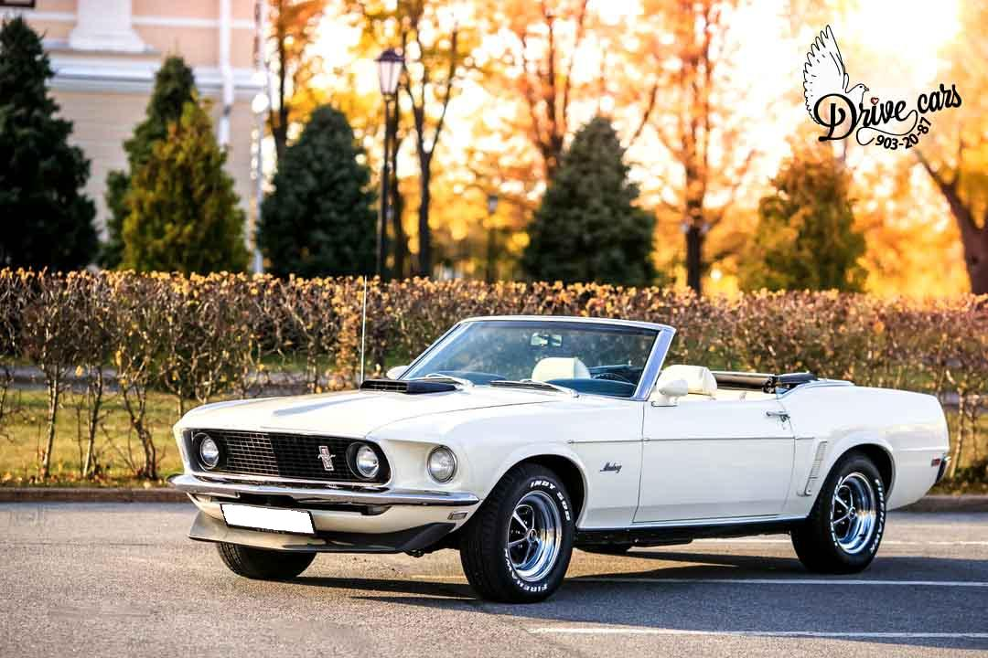 rent retro ford mustang 0