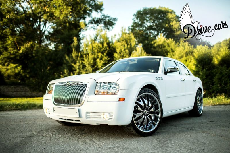 rent chrysler-300c-white-01 2